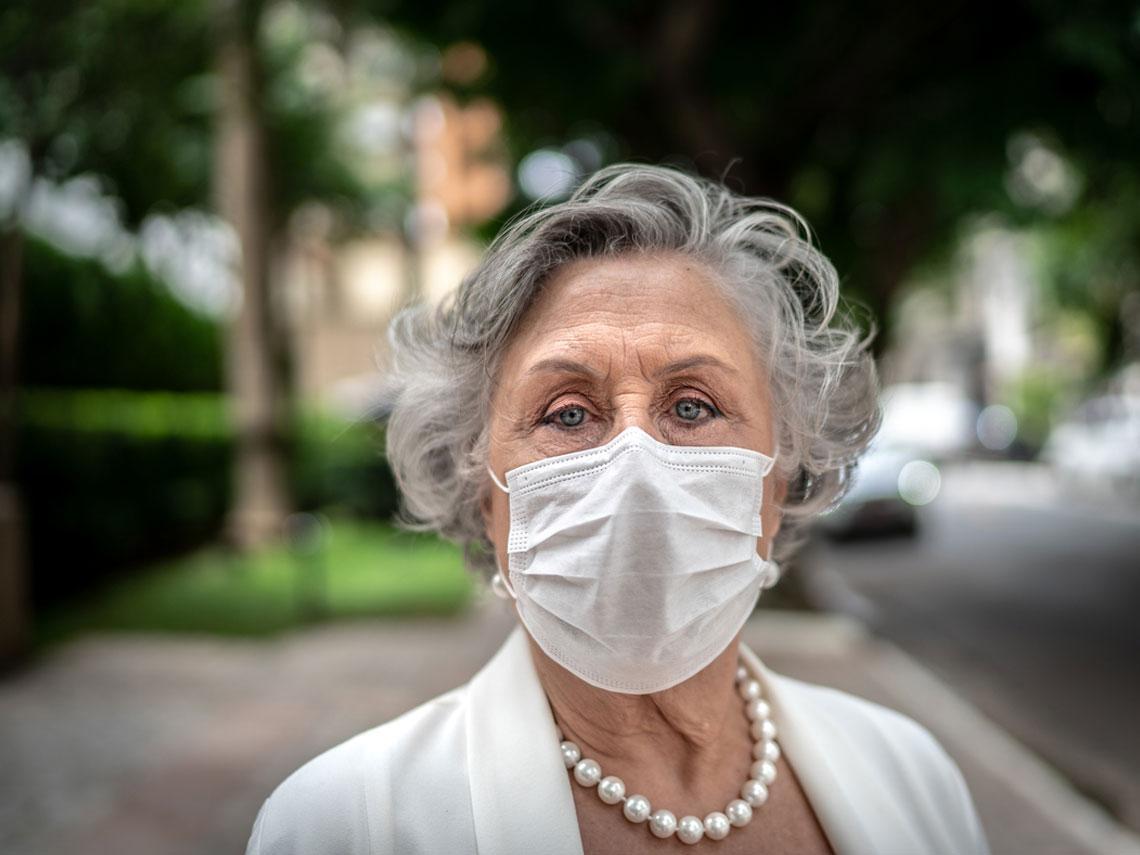 coronavirus mujer mayor
